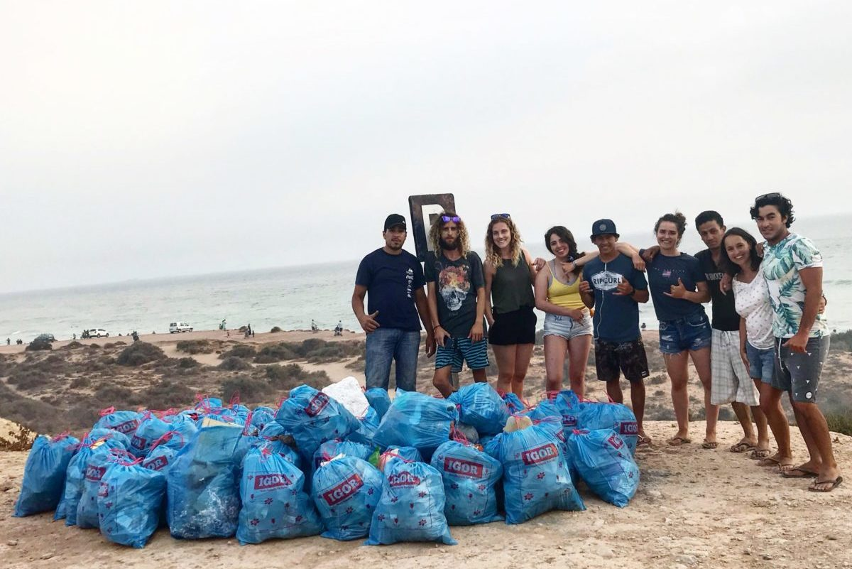 Beach clean-up Morocco Bluemind Surf Yoga Camp